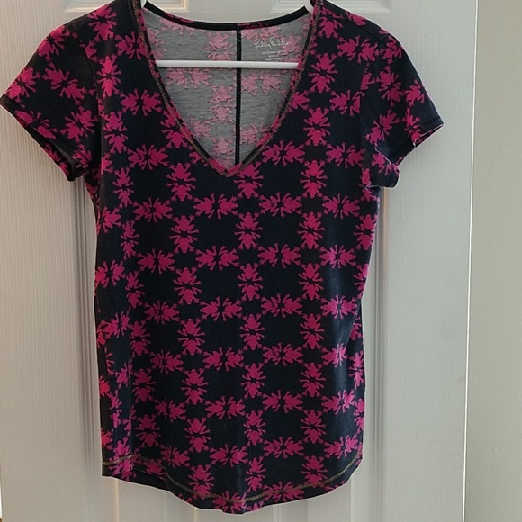 Lilly Pulitzer Tops - Lilly Pulitzer tee, frogs, XS